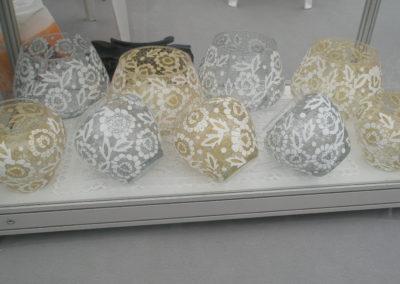 Zlatne i bijele kugle